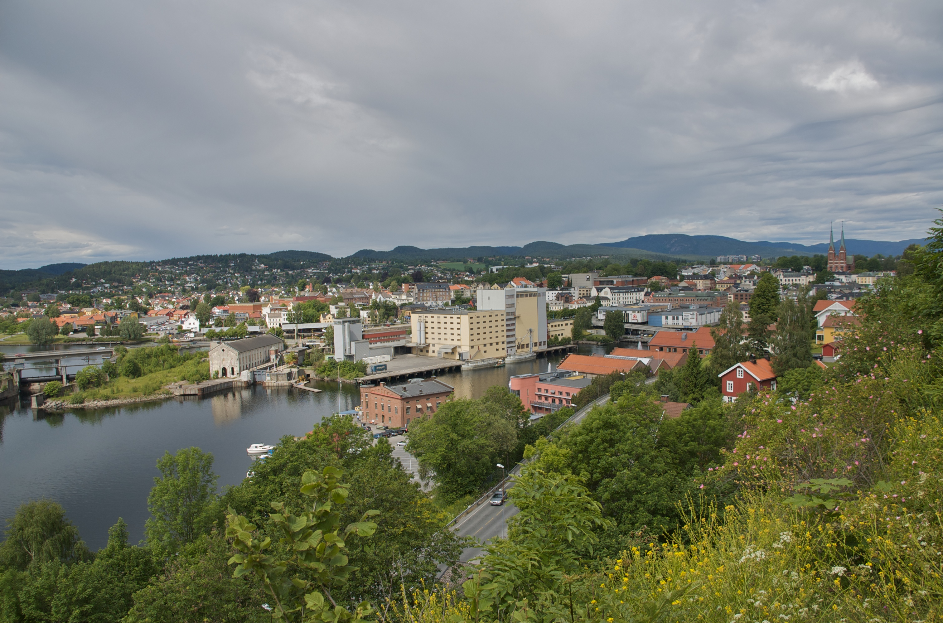 Skien_-_town_centre_(east-west)