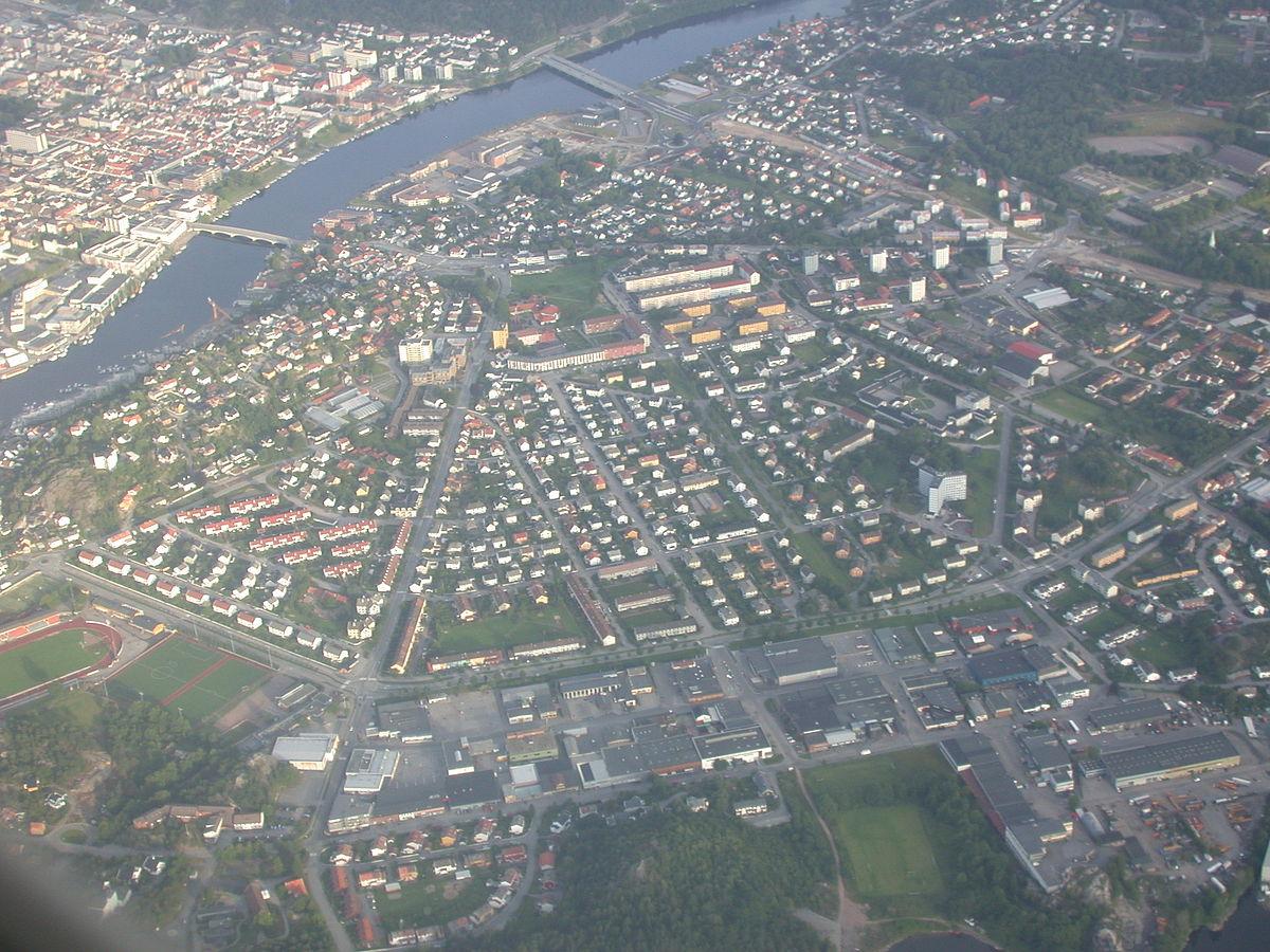 1200px-Vista_aérea_de_Kristiansand_1
